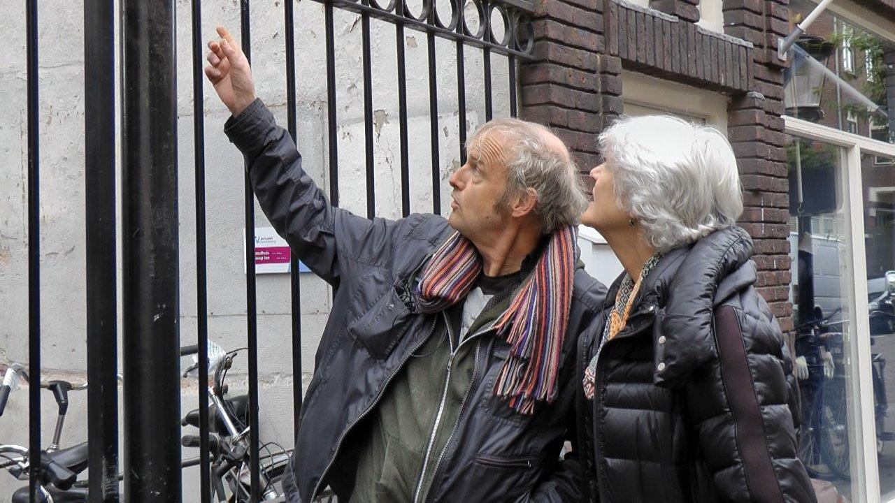 Maarten verteld over zijn daklozenperiode aan zijn zus Karien